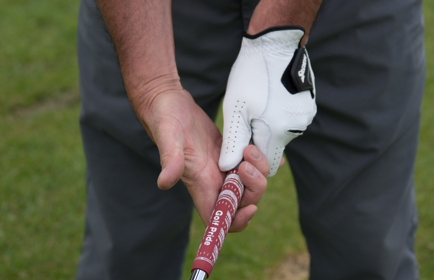 How To Grip A Golf Club - Image 2